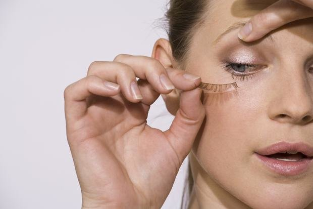 Fake Eyelashes – Meaning, Types, Best Fake Eyelashes and How to Apply