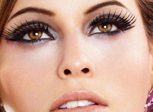 How to Put On False Eyelashes – Tips, How to Apply and Remove Fake Eyelashes