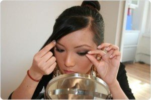 How to Put On False Eyelashes
