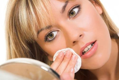 How to Remove Makeup – Tips for Removing Makeup
